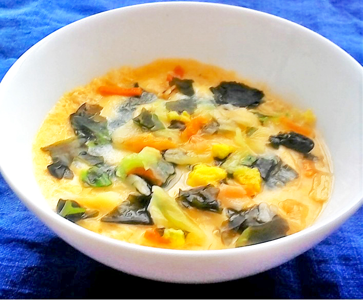 簡単・おいしい彩り野菜とわかめの茶碗むし