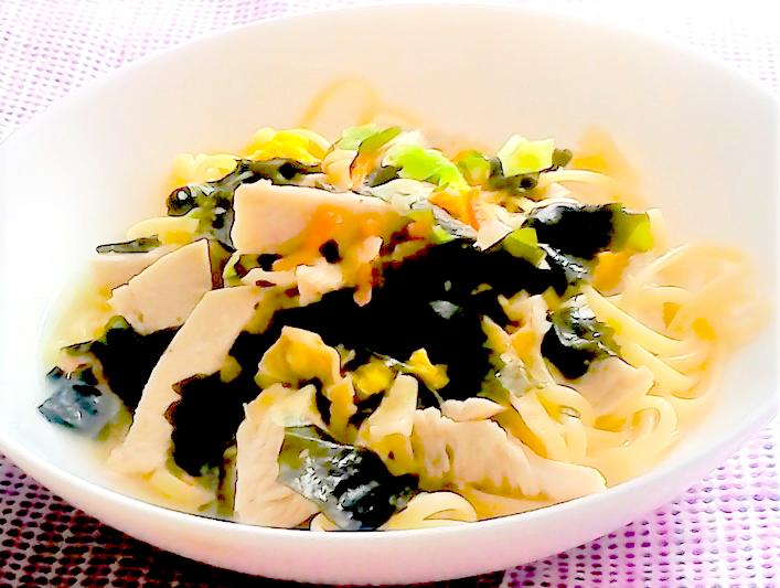 簡単・おいしい彩り野菜とわかめの和風パスタ