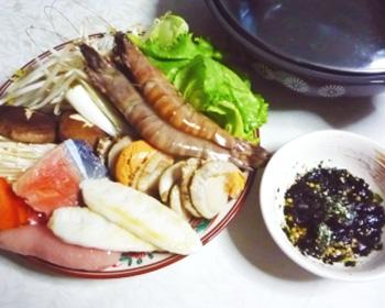 梅のり味たれで食べる海鮮鍋