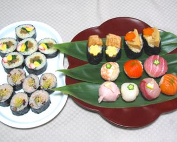 手まり寿司と巻き寿司のお祝い皿